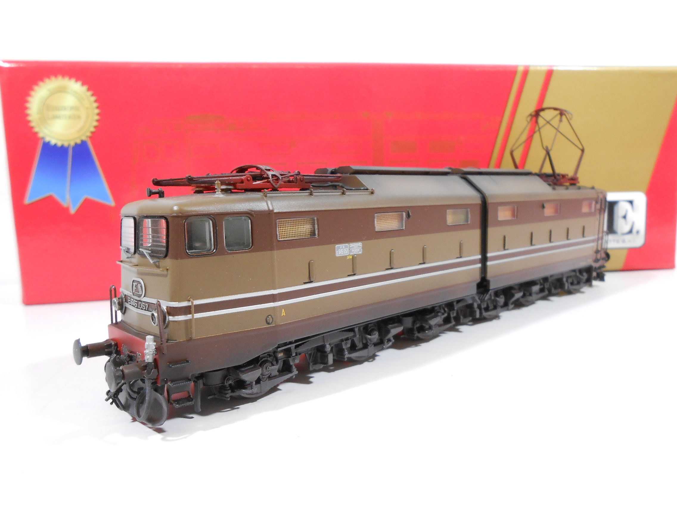ACME 60160 - Locomotore elettrico E645.057 Castano/Isabella FS - MODELLO INVECCHIATO